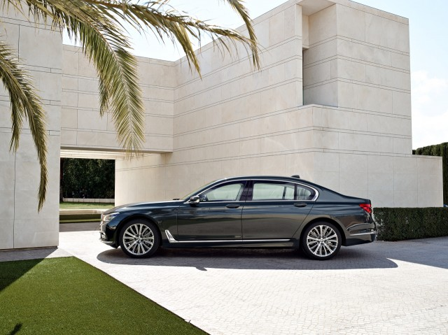 2017 BMW 7Series vs 2016 MercedesBenz SClass Compare Cars