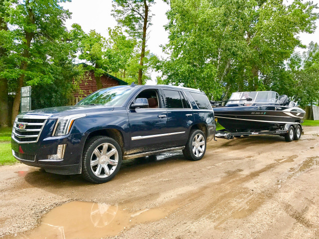 2017 Cadillac Escalade towing