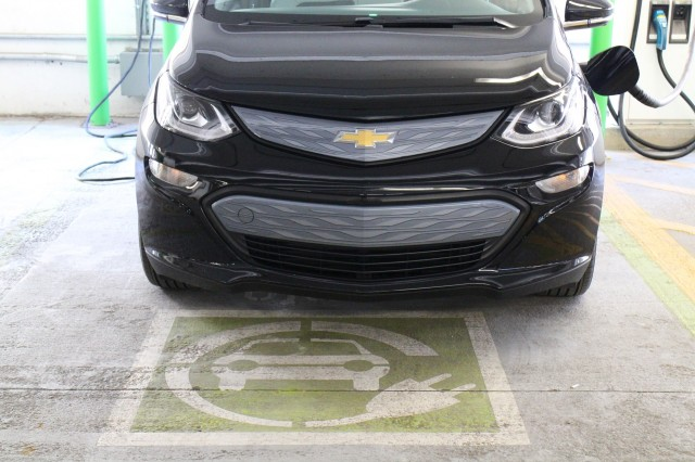 Fast Charging A 2017 Chevrolet Bolt Ev Electric Car