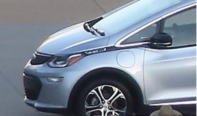 2017 Chevrolet Bolt spy shots - Image via Green Car Reports