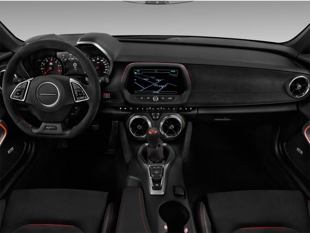 2017 Chevrolet Camaro 2-door Coupe ZL1 Dashboard