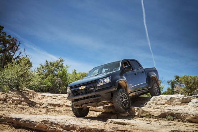 Honda Ridgeline Off Road >> 2017 Honda Ridgeline Vs 2017 Chevrolet Colorado Compare Trucks