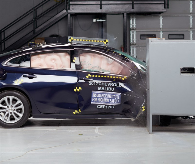 2017 Chevrolet Malibu in the IIHS' new passenger-side small-overlap crash test