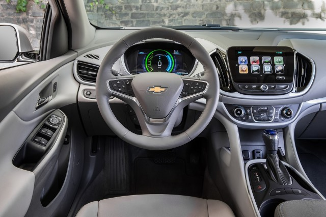 2018 chevrolet volt plug in hybrid carries over with few changes updated. Black Bedroom Furniture Sets. Home Design Ideas
