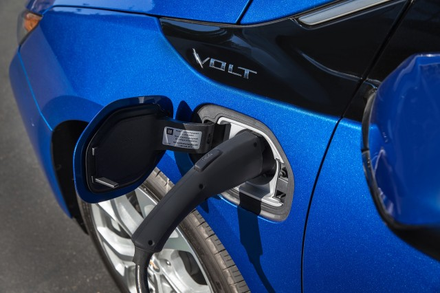 2018 Chevrolet Volt Plug In Hybrid Carries Over With Few