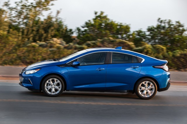 2018 Chevrolet Volt Plug In Hybrid Carries Over With Few Changes Updated