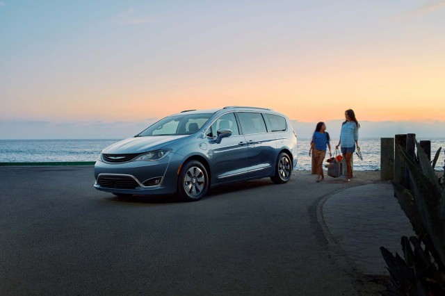 2017 chrysler pacifica limited long term road test gas. Black Bedroom Furniture Sets. Home Design Ideas