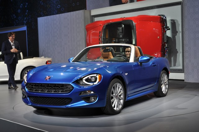 2017 fiat 124 spider video preview. Black Bedroom Furniture Sets. Home Design Ideas
