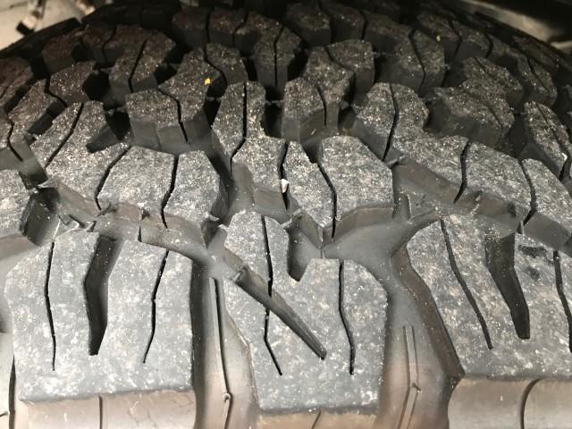 2017 Ford F-150 Raptor tires