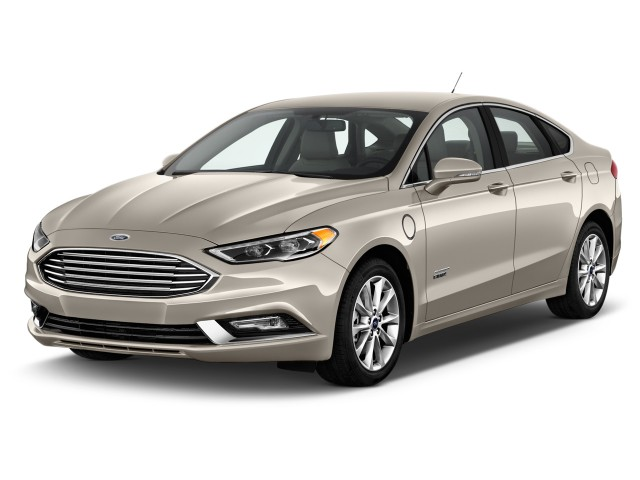 2017 Ford Fusion Energi SE Sedan Angular Front Exterior View