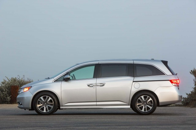 2017 Honda Odyssey Review Ratings Specs Prices And Photos The Car Connection