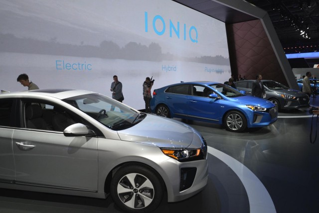 2017 hyundai ioniq product team discusses u s hybrid