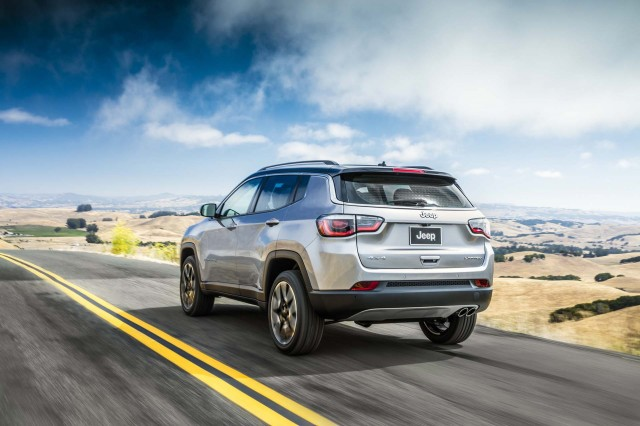 new 2017 jeep compass unveiled replaces old compass and. Black Bedroom Furniture Sets. Home Design Ideas