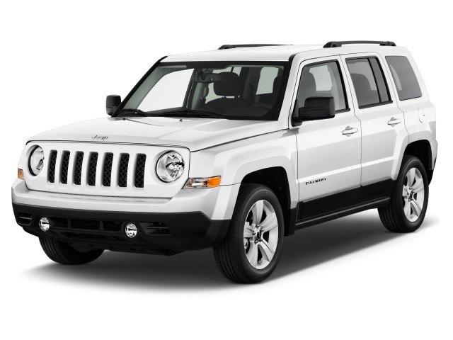 2017 Jeep Patriot Latitude FWD Angular Front Exterior View