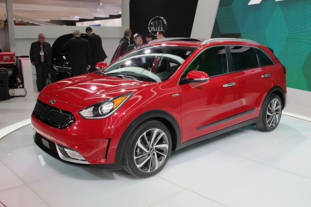 2017 Kia Niro Hybrid Crossover Utility Vehicle Debuts At Chicago Auto Show Live Photos Video