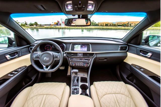 2017 Kia Optima Hybrid: gas mileage review of mid-size sedan