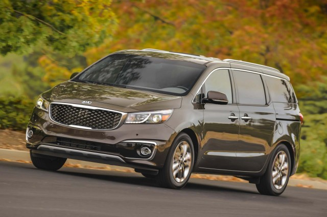 2017 Chrysler Town And Country >> 2017 Kia Sedona Vs 2016 Chrysler Town Country Compare Cars