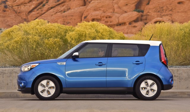 2018 kia soul ev gets bigger battery range boost from 93 to 111 miles. Black Bedroom Furniture Sets. Home Design Ideas