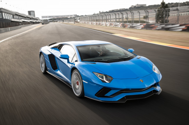 2017 Lamborghini Aventador S The Right Car For A Racetrack