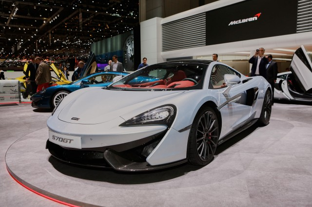Supercars stampede toward hybrids, electric power: Geneva ...