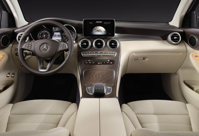 2017 mercedes benz glc coupe revealed live photos and video. Black Bedroom Furniture Sets. Home Design Ideas