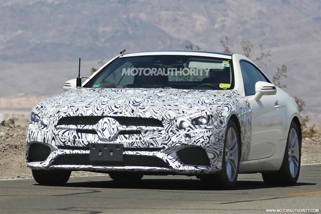 2017 Mercedes-Benz SL-Class facelift spy shots - Image via S. Baldauf/SB-Medien