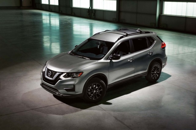 2017 Nissan Murano Midnight Edition >> 2017 Nissan Rogue vs. 2017 Honda CR-V: Compare Cars