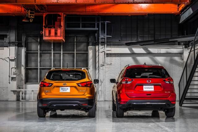 2017 Nissan Rogue Sport (left) vs 2017 Nissan Rogue (right)