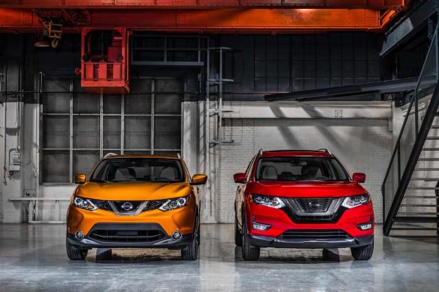 2017 Nissan Rogue Sport (left) versus 2017 Nissan Rogue