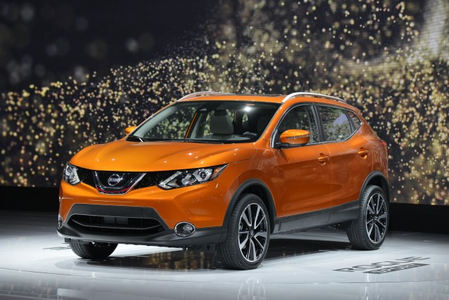 2017 nissan rogue sport vs 2017 honda hr v compare cars. Black Bedroom Furniture Sets. Home Design Ideas