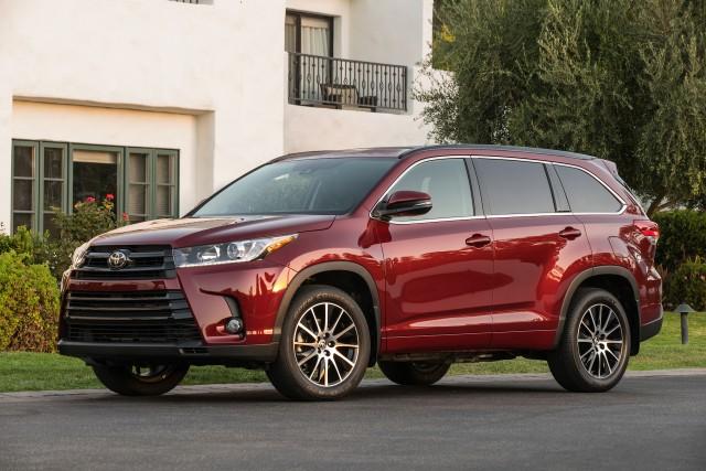 2017 Honda Pilot Vs 2017 Toyota Highlander Compare Cars