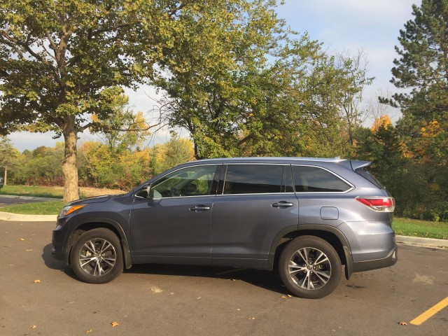 2017 Toyota Highlander, Ultimate Wisconsin football road trip