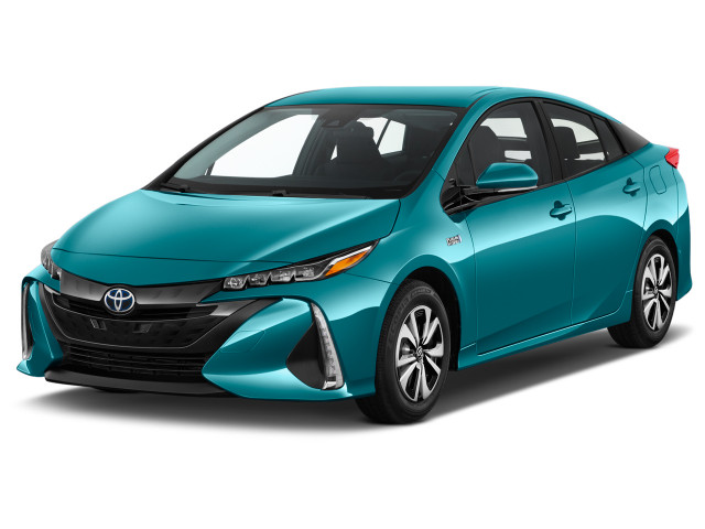 2017 Toyota Prius Plus Natl Angular Front Exterior View