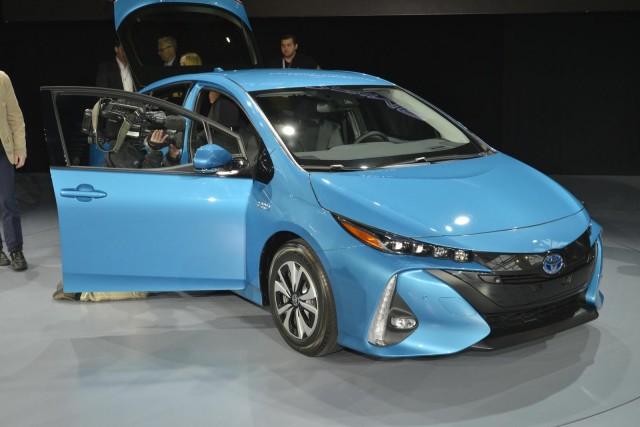 2017 Toyota Prius Prime 2016 New York Auto Show
