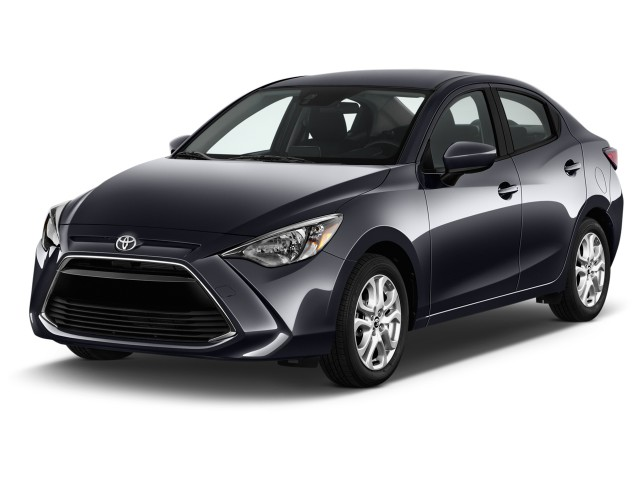 2017 Toyota Yaris iA Automatic (Natl) Angular Front Exterior View