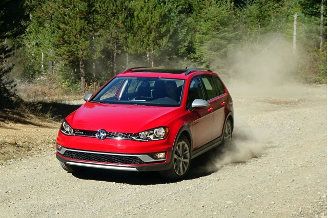 2017 volkswagen golf alltrack first drive playing catch up. Black Bedroom Furniture Sets. Home Design Ideas