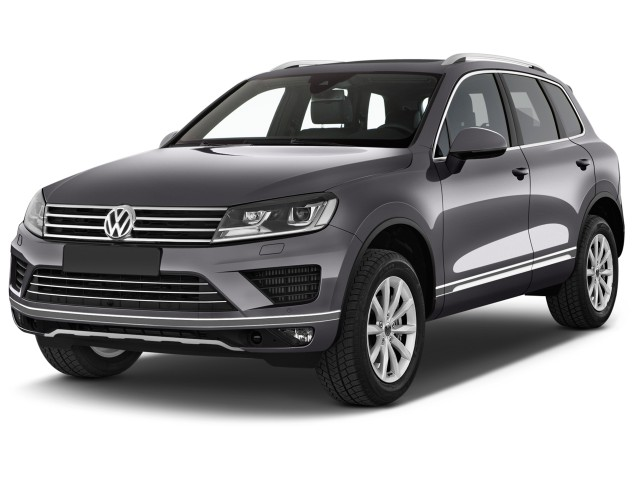2017 Volkswagen Touareg V6 Sport w/Technology Angular Front Exterior View