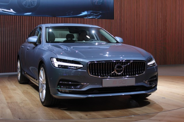 2017 Volvo S90 Preview