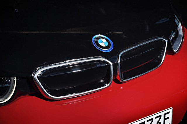 Bmw Says It Can Build Electric Cars And Regular Ones On Same