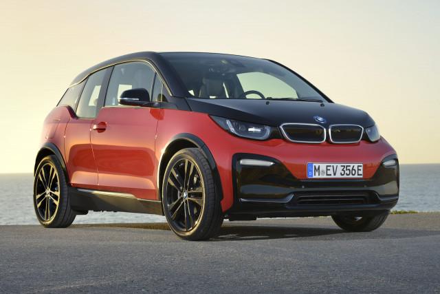 BMW fire recall, Traffic light-free future, Tesla tax credits: What's New @ The Car Connection