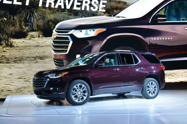 2018 chevrolet traverse vs 2018 buick enclave compare cars. Black Bedroom Furniture Sets. Home Design Ideas