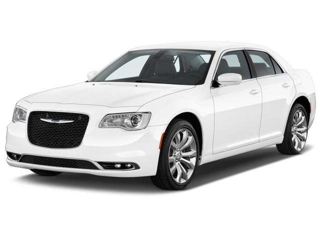 2018 Chrysler 300 Limited RWD Angular Front Exterior View