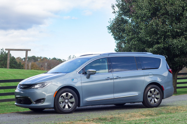 2018 Chrysler Pacifica minivan recalled for faulty suspension part