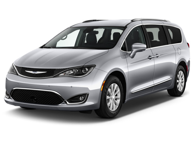 2018 Chrysler Pacifica Touring L Plus FWD Angular Front Exterior View