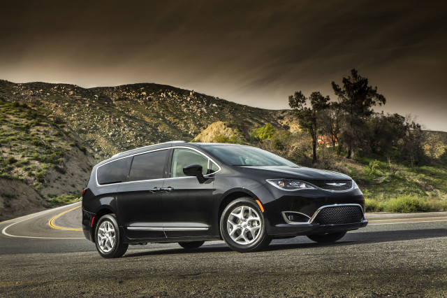 Honda Odyssey Vs Chrysler Pacifica Compare Cars - 2017 pacifica invoice