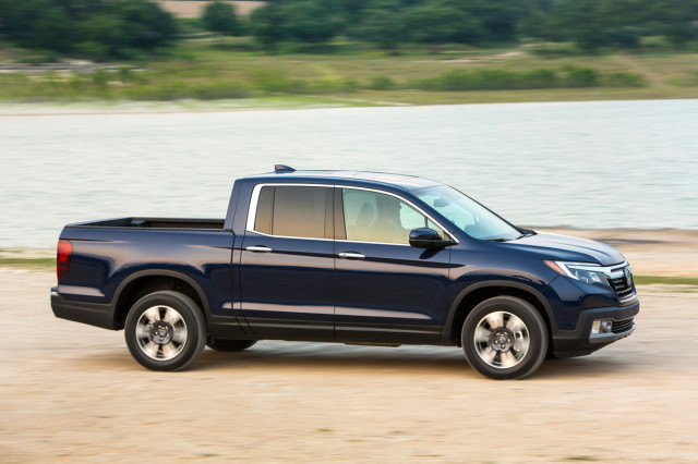 Honda Ridgeline Vs Toyota Tacoma The Car Connection - 2018 honda ridgeline invoice price