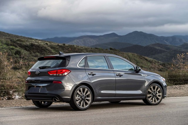 2018 Hyundai Elantra GT hatchback unveiled at Chicago auto ...