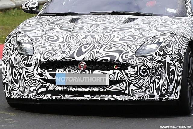 2018 Jaguar F-Type facelift spy shots - Image via S. Baldauf/SB-Medien
