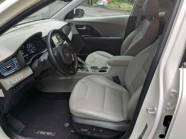2018 Kia Niro Plug-in Hybrid front seat room