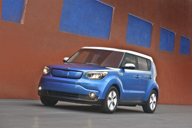 2020 kia soul ev captured in spy photos. Black Bedroom Furniture Sets. Home Design Ideas